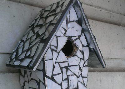 Vogelhuisje Wit h18cm, met spiegeldak – € 25